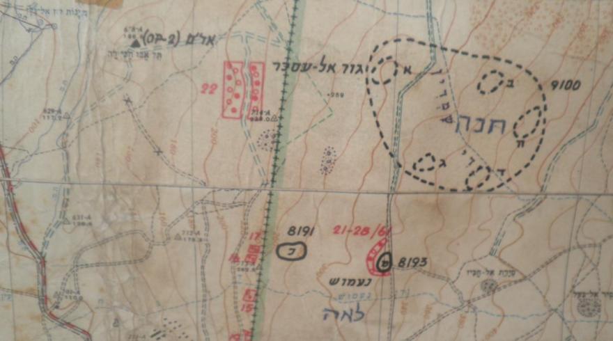 קטע מהמפה. גור אל עסכר (חנה) מסומנת כמתחם גדול ולא ברור. ממולה, משמאל, גבעת האם (תל אבו חנזיר). לחצו להגדלה