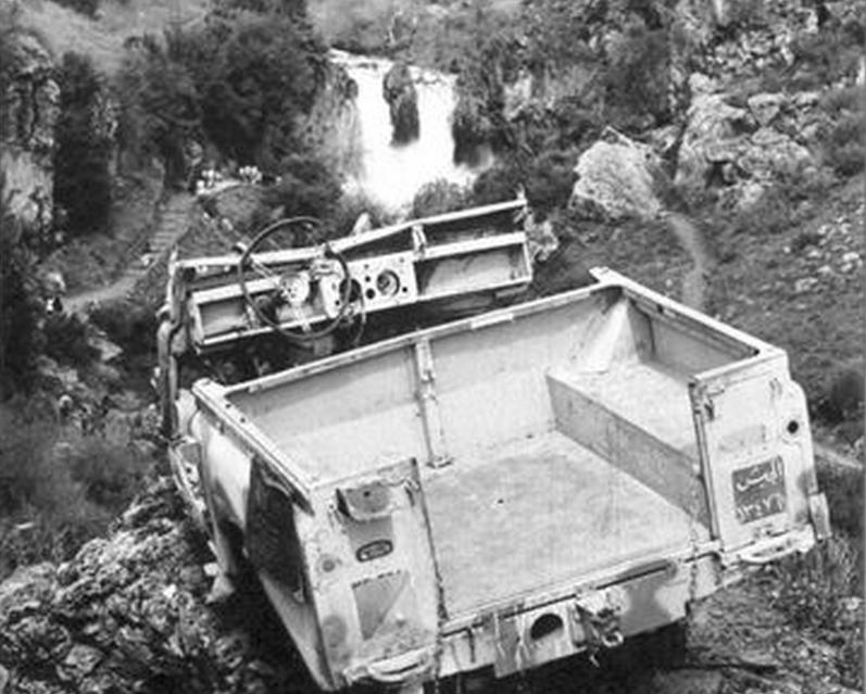ג'יפ הלנדרובר שעלה על מוקש בבניאס ב-1967. צילום: אלוני זמורה zmoraal@netvisio.net.il
