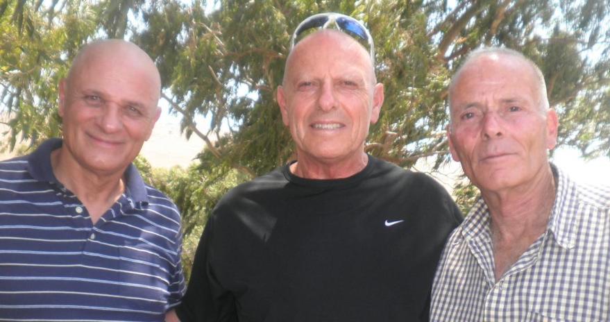 בחזרה לתל פאח'ר אחרי 46 שנים. מימין: צביקה פרגמין, משה פטלוק וישראל גרשוני. להגדלה - לחצו על הצילום