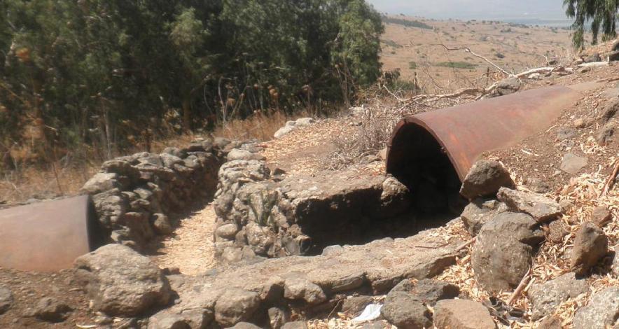 אחת התעלות במוצב תל פאח'ר, בחלק המרכזי לכיוון דרום