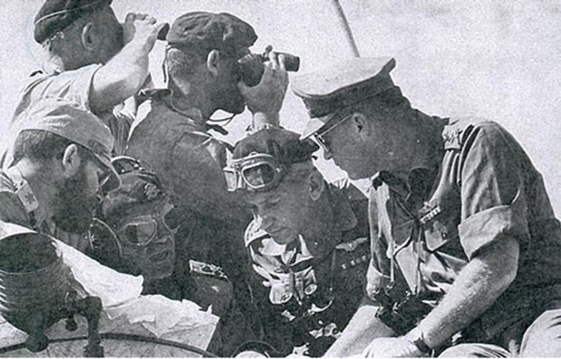 """בתקופה הסוערת של פיקוד צפון ערב מלחמת ששת הימים. גנדלר (משמאל) עם הרמטכ""""ל רבין, סגנו חיים בר-לב ודדו"""