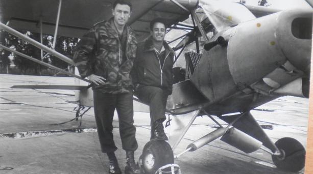 עם טייס ליד הפייפר