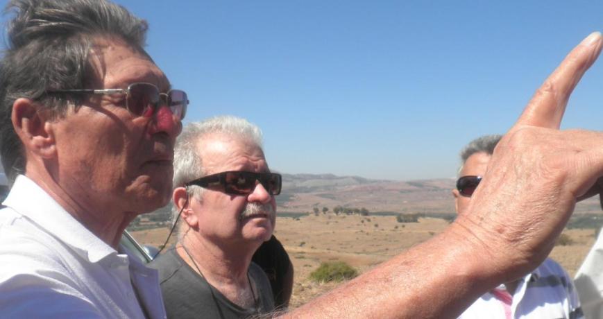 כוח השריון בקרב תל פאחר. עזרא ברוש (משמאל) ומאיר צוק