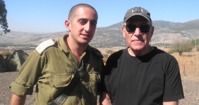 """תל פאחר 1967-2013. אהרון ורדי (מימין) עם סג""""מ טל, השבוע"""