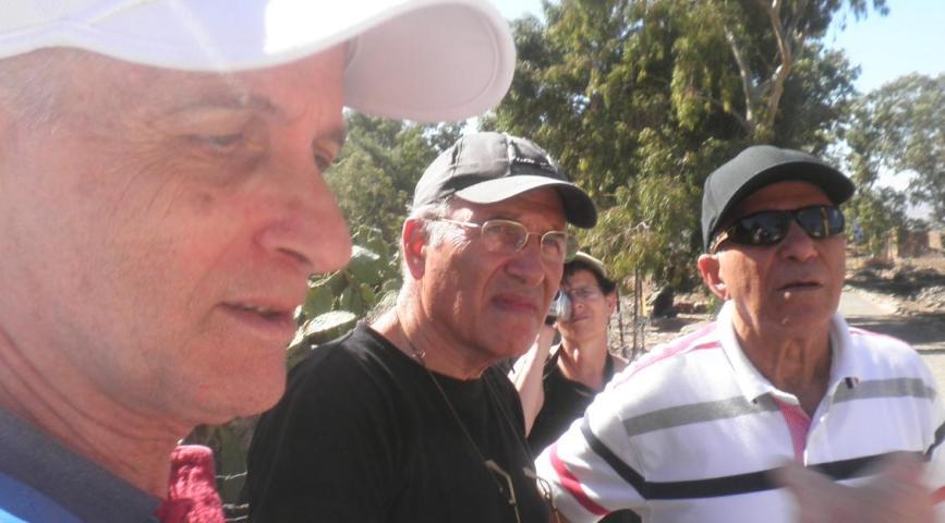 """אם מוסא טעה - למה החפ""""ק לא תיקן אותו? מפקדי פלוגה א' שלחמו בחלק הדרומי. משמאל: דני ביזר, אהרון ורדי ושמוליק מוראד"""
