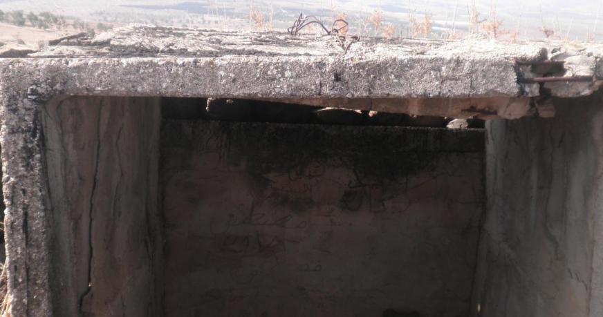 על קיר המחסה הזה כתובות בערבית