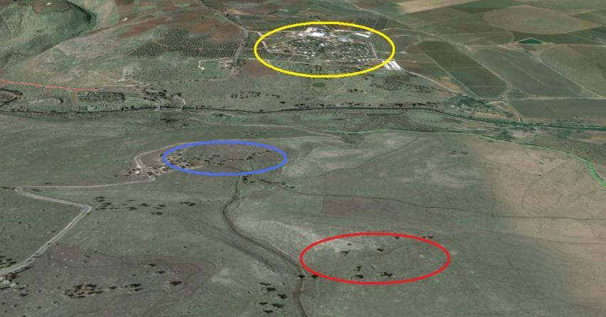 מבט ממזרח למערב. המורתפע הצפוני (באדום) מתנשא כ-100 מ' מעל גדות (בצהוב). בכחול: המורתפע הקדמי (מצפה גדות)