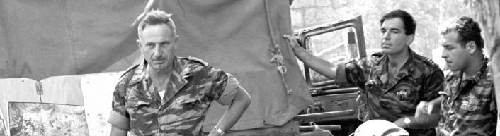 """יונה אפרת, מח""""ט גולני, במהלך אחת מקבוצות הפקודות (צילום מארכיון צה""""ל)"""