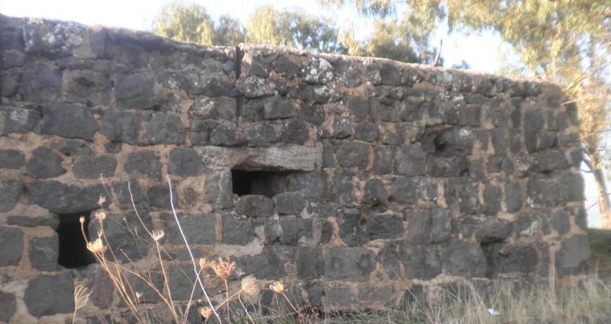 תל עזזיאת, חלונות ירי לכיוון דרך הפטרולים הסורית, עורפו של המוצב, משם הגיע גדוד 51