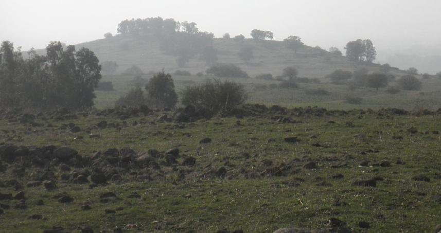 תל עזזיאת - צילום מדרך המוצבים הסורית (ממזרח למערב)