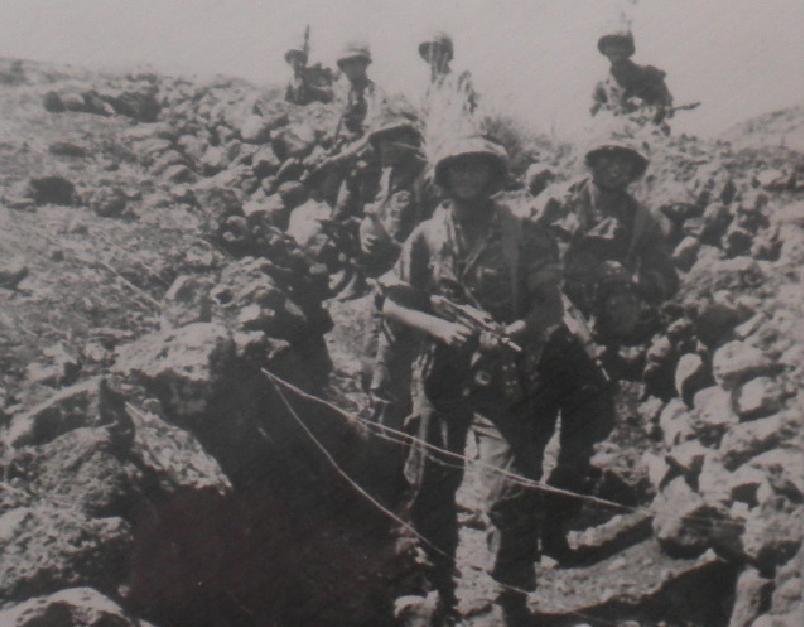 צילום למזכרת: גדוד 17 בתעלה של 8100