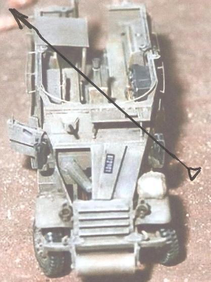 """זווית חדירת הפגז לזחל""""ם (M-3 עם חצובה באמצע). סבירות גבוהה שנורה מאיזור חירבת סודה"""