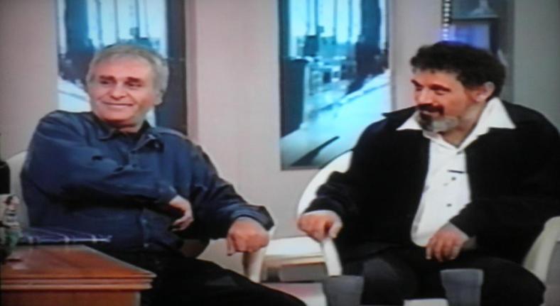 אצל מני. אורי זכריה (מימין) ויוסי יפה במהלך התוכנית ב-1999
