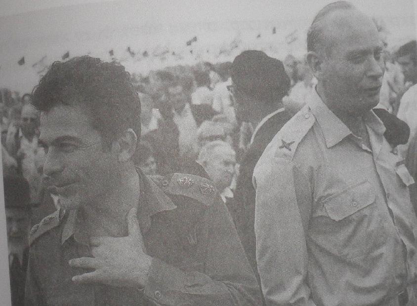 1968. אביעזר יערי (משמאל) עם אלברט מנדלר