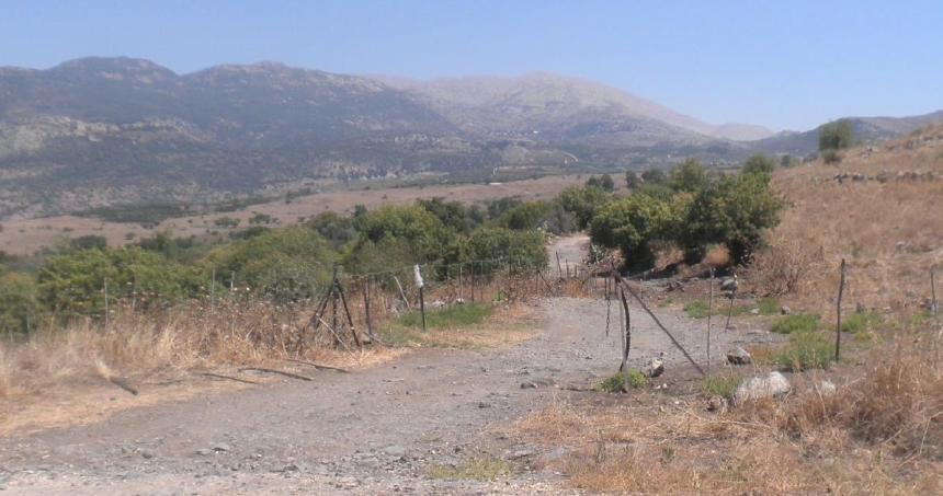 צומת עין פית / דרך הנפט, בצידו הדרומי של הכפר