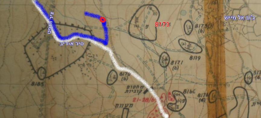 טנק אחד מול כל המוצב. בכחול: הדרך שעשה הטנק בפיקודו של מוקדי. באדום: המקום בו נפגע ולאחר מכן נתיב נסיגתו. בלבן: הדרך של גדוד 129 אל קלע