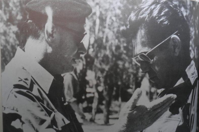 """דדו (מימין) ואלברט בצילום מתחילת שנות ה-70 (מתוך הספר """"אלברט"""")"""