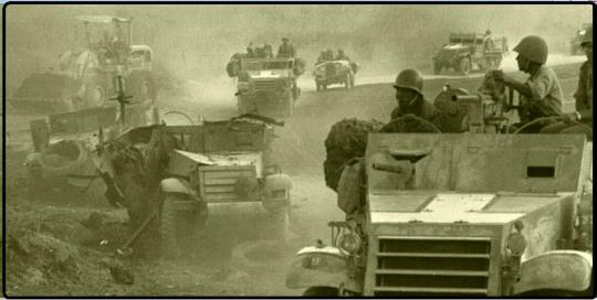 """מתחת לגבעת האם: כוחות צה""""ל חולפים על פני זחל""""ם המוות של גדוד 121"""