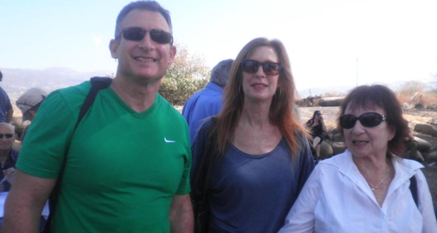 """משפחתו של המג""""ד שנהרג מוסא קליין. מימין: האלמנה שרה וילדיו איילת ודודי"""