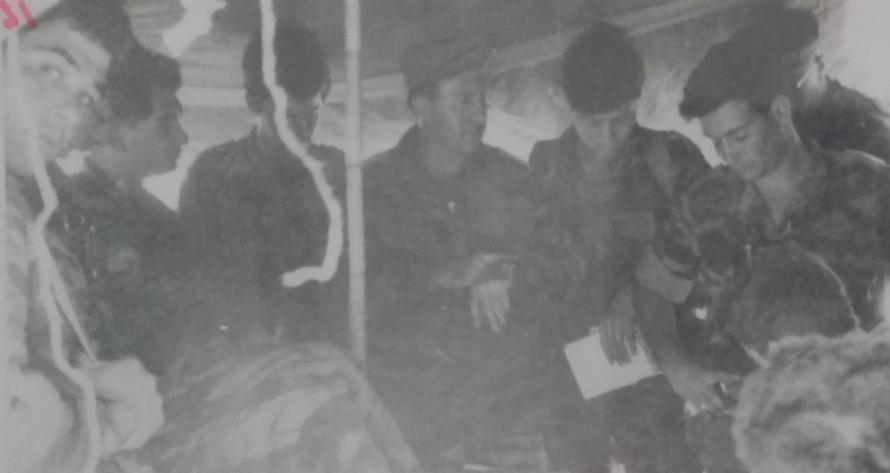 """גדוד 17 בקבוצת פקודות לפני היציאה לג'נין. במרכז (עם כובע מצחייה) המג""""ד משה יוסף"""