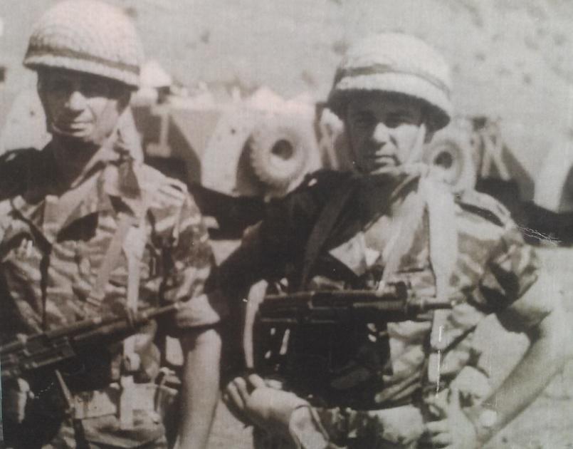 """פנחס אלוש (משמאל) וסגנו רס""""ן אורי כהן"""