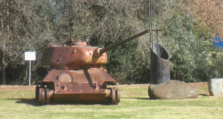 מזכרת מששת הימים. אחד מטנקי ה-T-34 שתקפו את קיבוץ דן כיום ליד מוזיאון בית אוסישקין