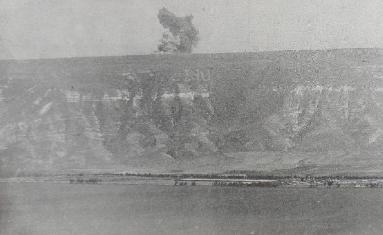 """מראה מעל קיבוצי הכינרת: חיל האוויר מפציץ מוצבים סורים [צילום: """"במחנה""""]"""