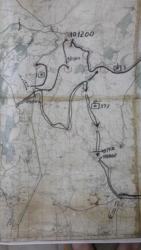 """תנועת גדוד 377 ביום ה-9 ביוני 1967: זעורה, קלע, תל פאחר ועזזיאת כפי ששירטט המג""""ד חינסקי. לחצו להגדלה"""