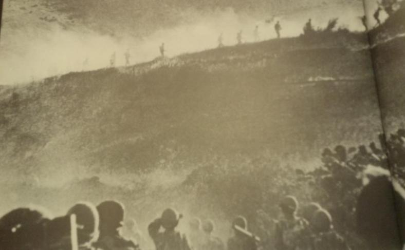 גדוד 51 עולה לכפר בניאס בחיפוי אש המרגמות של 334