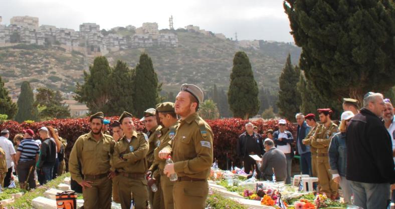 יום הזיכרון לחללי מערכות ישראל 2015, בית הקברות הצבאי בחיפה