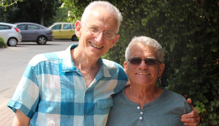 יוני 2015 - נפגשים לראשונה מאז 1967. סמל בני חן-לחומוביץ' (מימין) עם טוראי אלי סימון