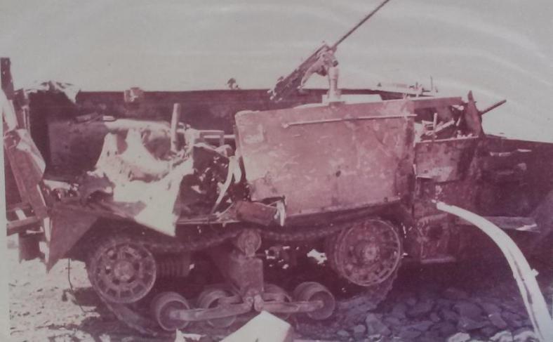 """זחל""""ם השריון בדרך ההטיה בו נהרגו 4 לוחמים מפגיעת פגז טנק סורי"""