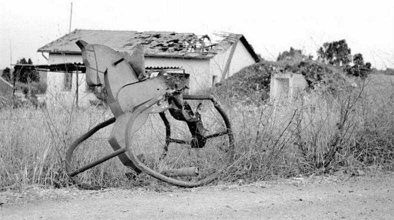 """בית בראש פינה לאחר ההפגזה ]צילום: יוסף לויטה, ארכיון צה""""ל]"""