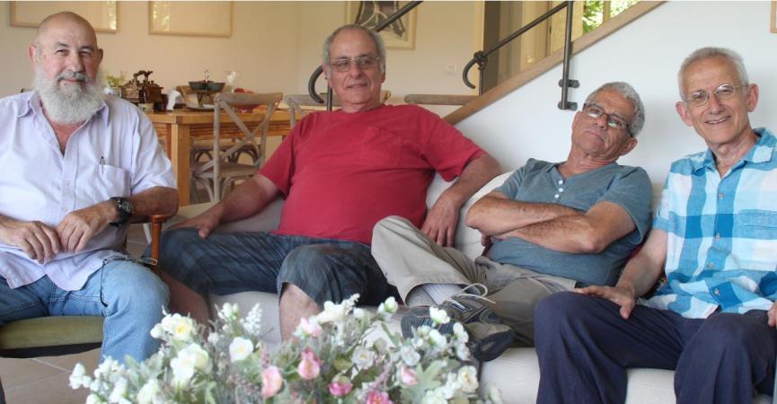 ארבעה שהיו שם. מימין: אלי סימון, בני חן-לחומוביץ', עוזי ליבנה ודני הרטנו