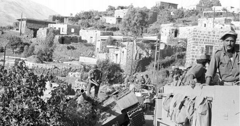 """כוחות חטיבה 8 בכפר זעורה [צילום: במחנה / ארכיון צה""""ל]"""