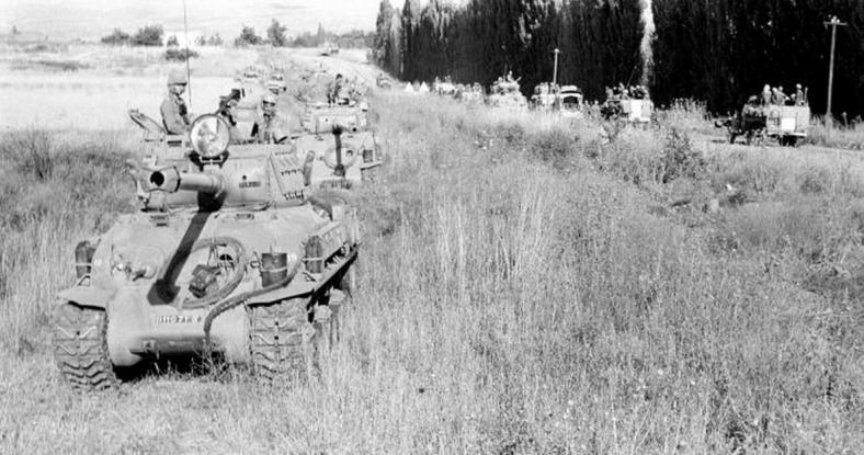 """היערכות לקראת הפריצה לרמה הסורית [צילום: במחנה, ארכיון צה""""ל]"""
