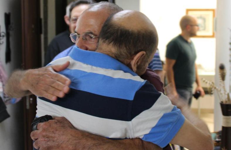 """חיבוק מהמ""""פ. זמיר כהן ואהרון ורדי"""