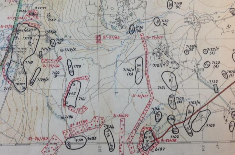 עשרות רבות של מטרות סוריות צפונית לבית המכס, מתוך מפת מודיעין של פיקוד צפון 1967