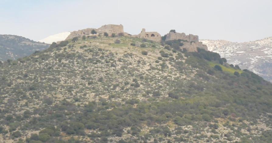 מבצר קלעת נמרוד בצילום מקורב מתל פאחר. ספג כמה יעפי הפצצות במהלך המלחמה
