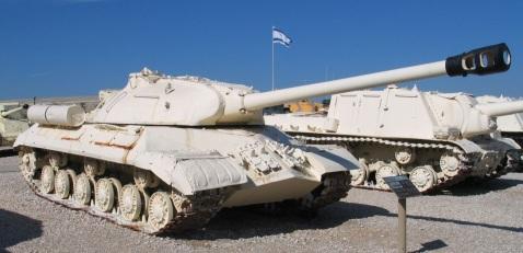 טנקי סטלין שנלקחו שלל מהמצרים בתצוגה ביד לשריון