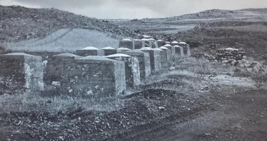 מחסום הקוביות במבואות המערביים של קלע, צילום מ-1968