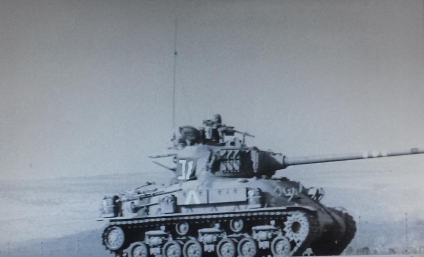 """שרמן על הרמה הסורית [צילום: ארכיון צה""""ל]"""