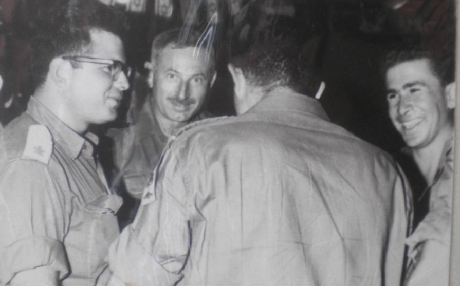 הלל בן מאיר [משמאל]