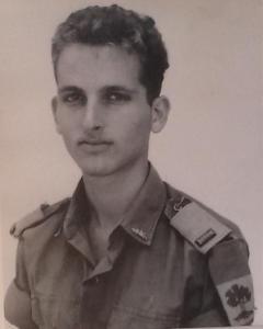 דני ביזר ב-1966
