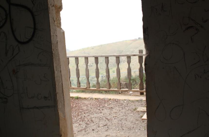 בניין הקצינים הסורים בפיק, מבט מבפנים אל המרפסת מערבה