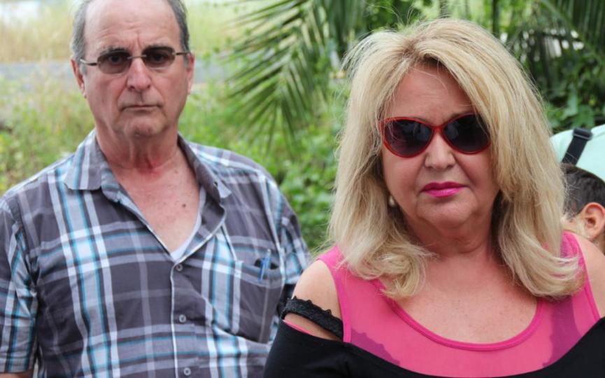 לנה, אחותו של תדי, ליד אמנון נמט