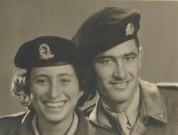 """דבורה ועמי לב טוב בעת שירותם בצה""""ל 1953"""