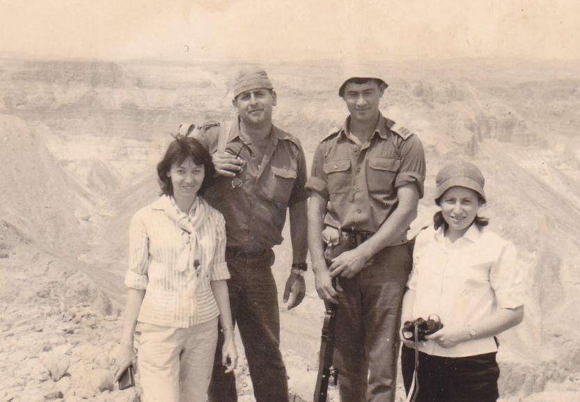 """המ""""פים של 377 בטיול עם הנשים. עמי לב טוב [מימין] ויעקב נויפלד"""