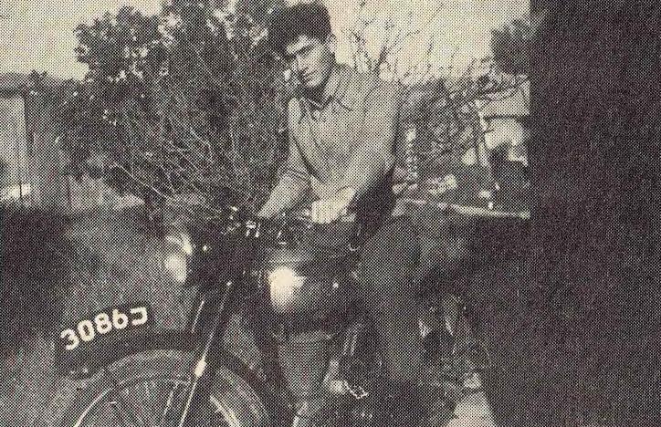 תחילת שנות ה-50. עמי לב טוב על האופנוע שלו