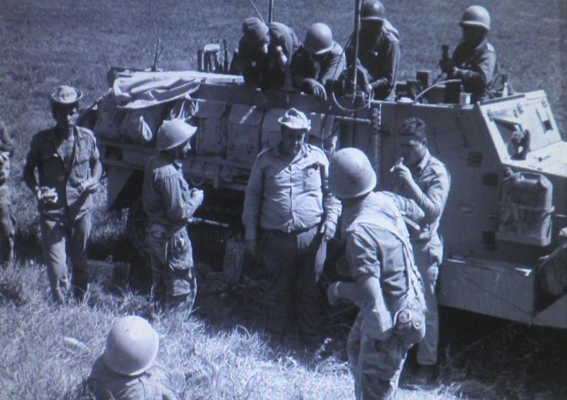 """חיילי מילואים בחטמ""""ר 3 בתקופת המלחמה [צילום: אלכס אגור, במחנה / ארכיון צה""""ל]"""